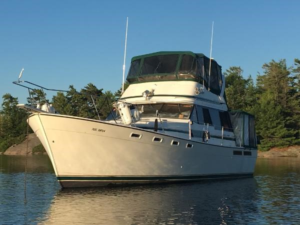 1984 Bayliner 3870 Motor Yacht Photo 1 sur 19