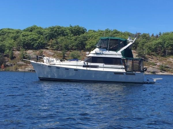 1984 Bayliner 3870 Motor Yacht Photo 4 sur 19