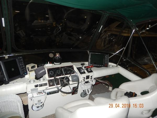 1984 Bayliner 3870 Motor Yacht Photo 7 sur 19