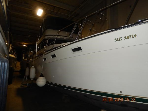 1984 Bayliner 3870 Motor Yacht Photo 9 sur 19