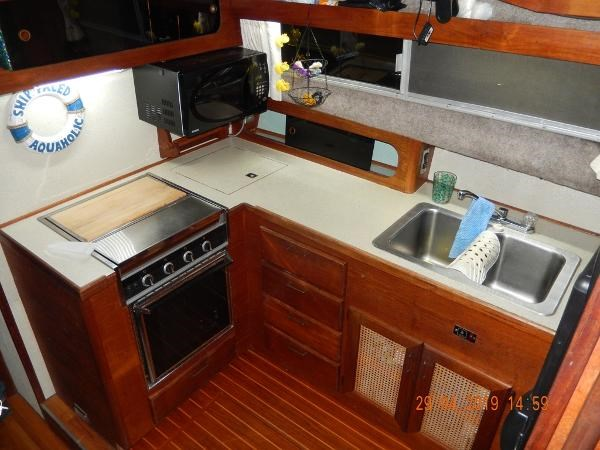 1984 Bayliner 3870 Motor Yacht Photo 12 sur 19