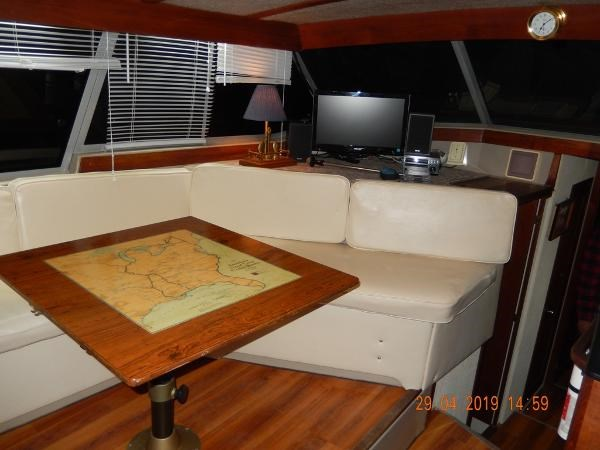 1984 Bayliner 3870 Motor Yacht Photo 13 sur 19