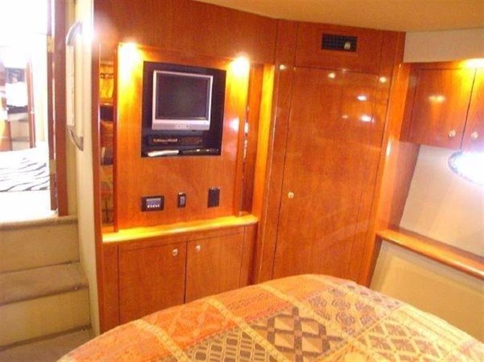 2006 Cruisers Yachts Photo 9 sur 25