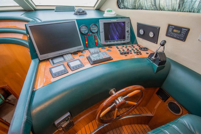 1996 Azimut 70 Sea-Jet Photo 14 of 36