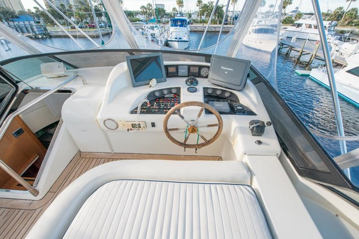 1996 Azimut 70 Sea-Jet Photo 33 of 36