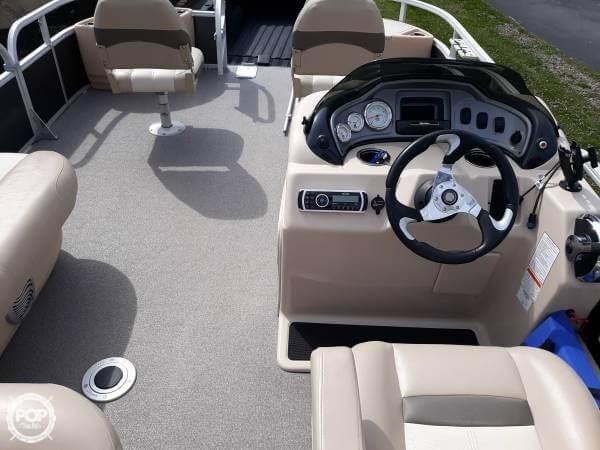 2016 Sun Tracker 22 DLX Fishin Barge Photo 4 sur 21