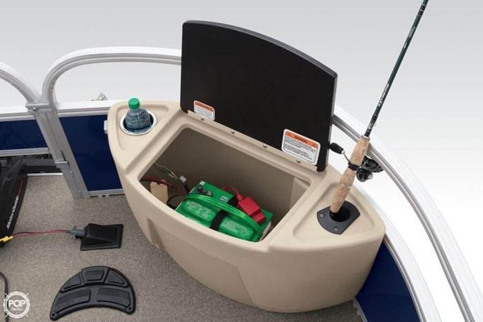 2016 Sun Tracker 22 DLX Fishin Barge Photo 13 sur 21