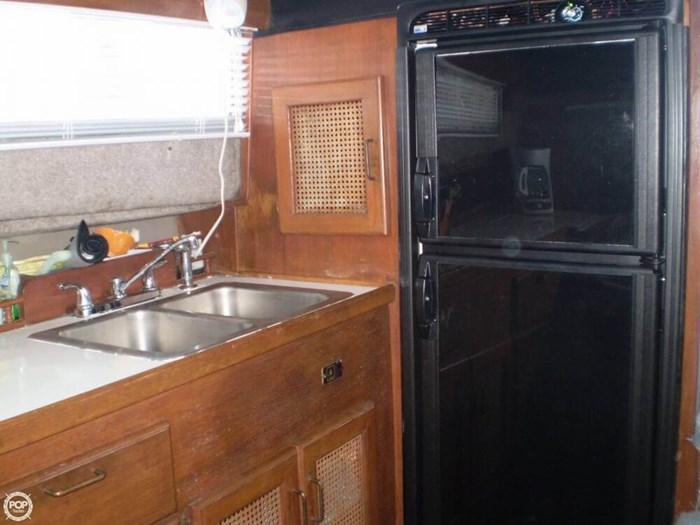 1983 Bayliner 3870 Photo 9 sur 21
