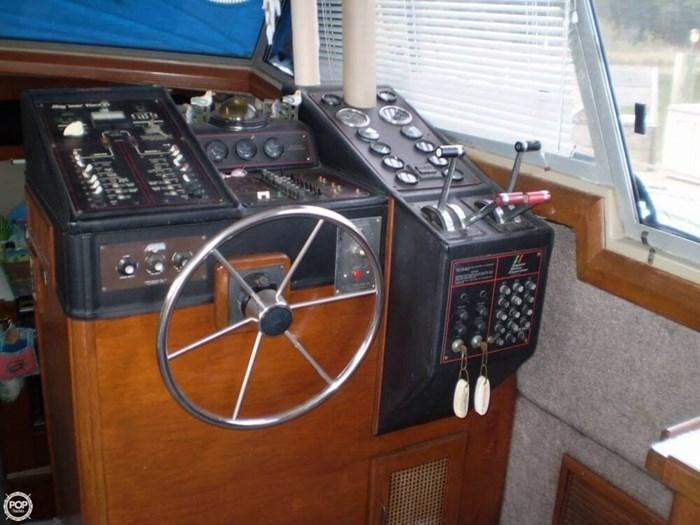 1983 Bayliner 3870 Photo 8 sur 21