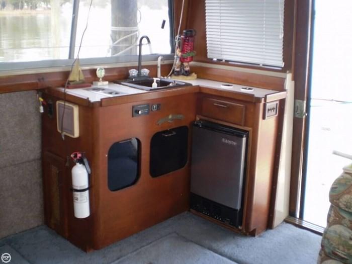 1983 Bayliner 3870 Photo 14 sur 21