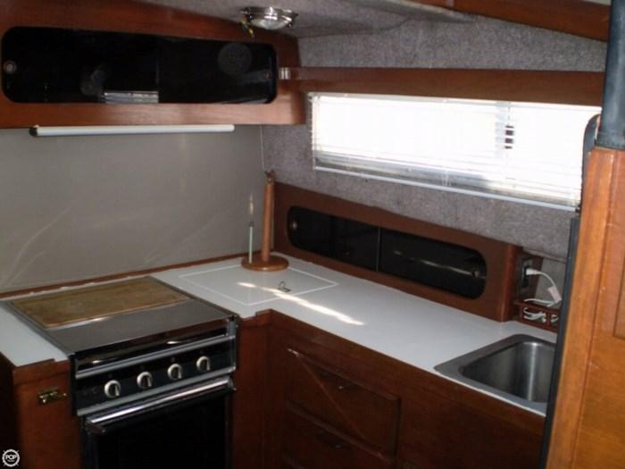 1983 Bayliner 3870 Photo 10 sur 21