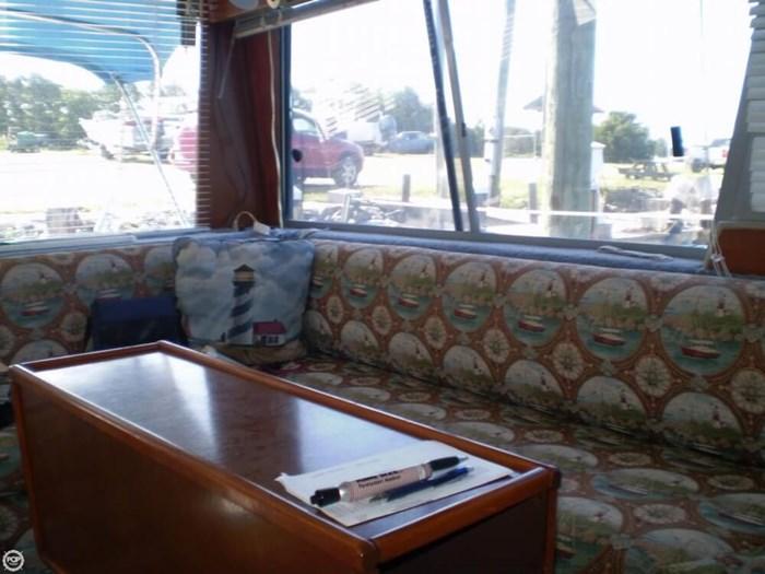 1983 Bayliner 3870 Photo 12 sur 21