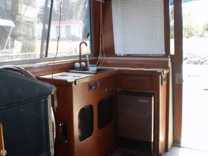 1983 Bayliner 3870 Photo 13 sur 21