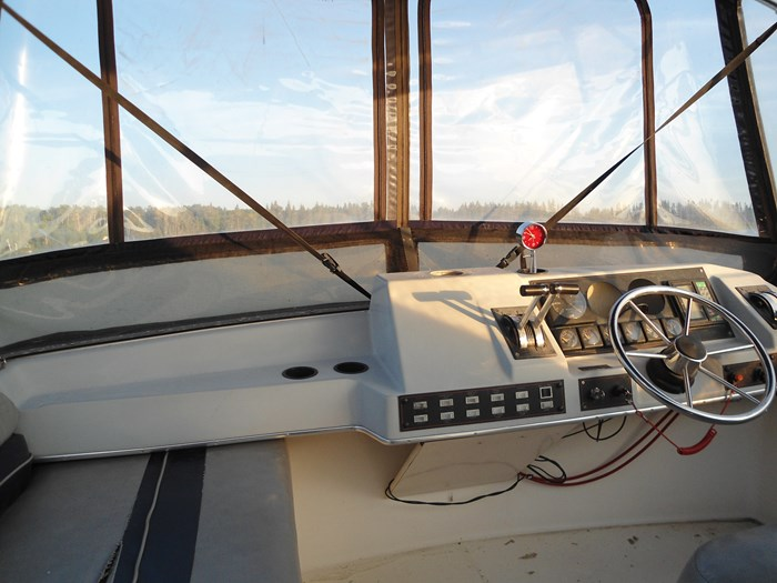 1989 bayliner 2958 Avanti command bridge Photo 3 of 9