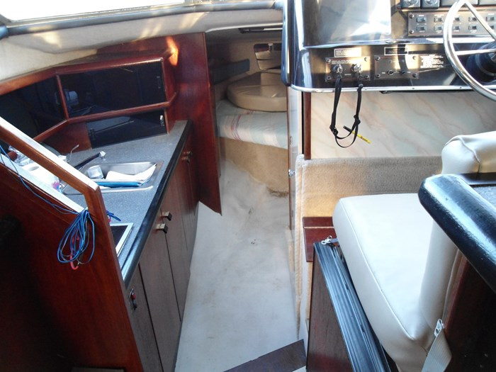 1989 bayliner 2958 Avanti command bridge Photo 7 of 9