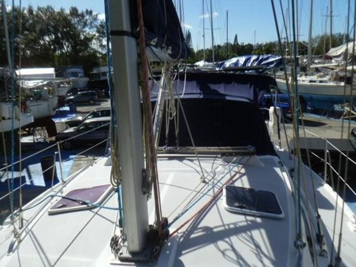 2005 Catalina 350 Photo 7 of 36