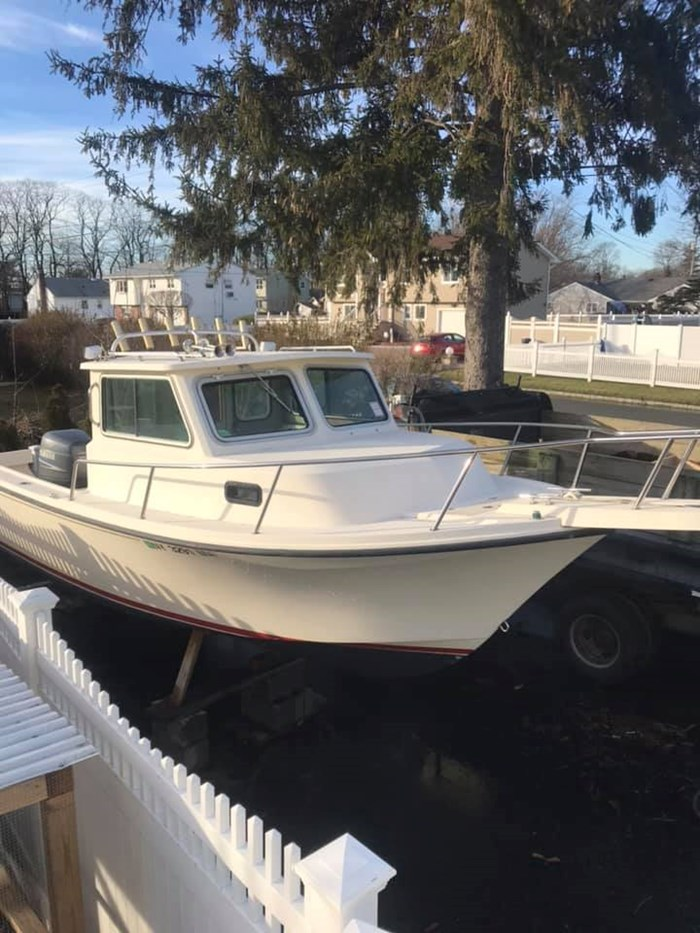 Parker 2120 Sport Cabin 2004 Used Boat for Sale in Langley