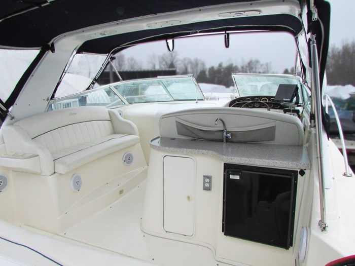 2001 Rinker 340 Fiesta Vee Photo 5 of 8
