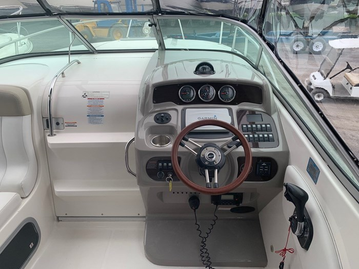 2015 Chaparral 270 signature Photo 2 of 20
