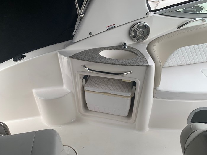 2015 Chaparral 270 signature Photo 5 of 20