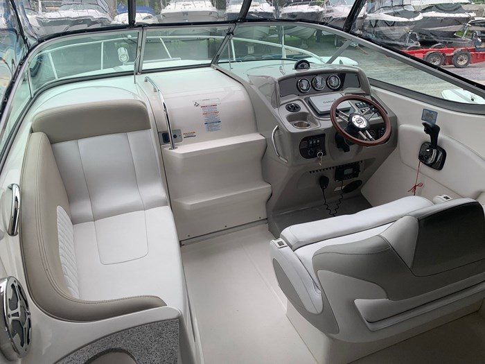 2015 Chaparral 270 signature Photo 9 of 20