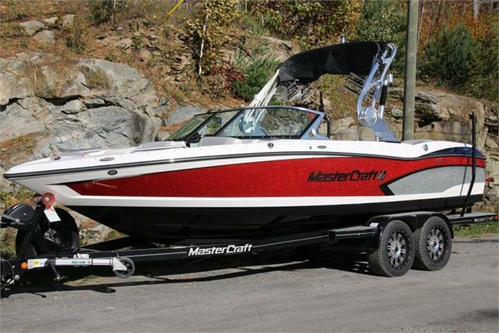 2015 Mastercraft X30 Photo 2 of 21