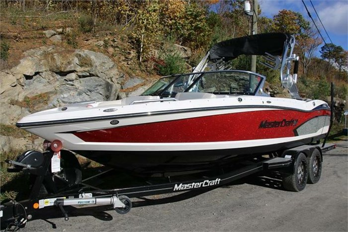 2015 Mastercraft X30 Photo 3 of 21