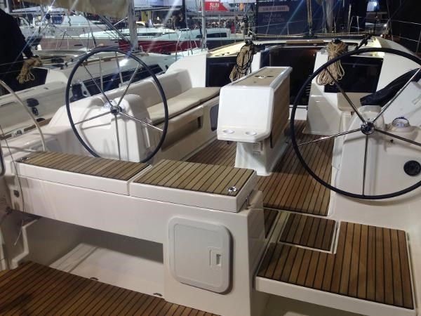 2021 Dufour Yachts 412 Grand Large Photo 6 of 15