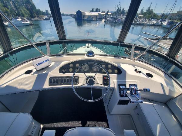 1998 Bayliner 3388 Command Bridge Motoryacht Photo 15 of 43
