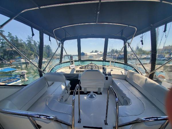 1998 Bayliner 3388 Command Bridge Motoryacht Photo 16 of 43