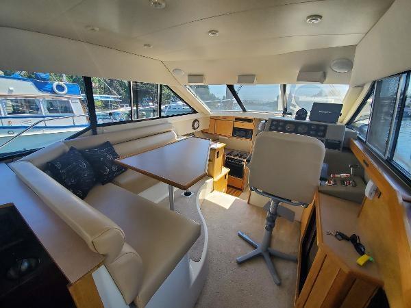 1998 Bayliner 3388 Command Bridge Motoryacht Photo 26 of 43