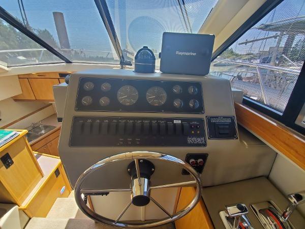 1998 Bayliner 3388 Command Bridge Motoryacht Photo 27 of 43