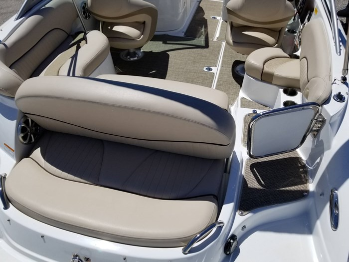 2013 Cruisers Yachts 238 Bowrider Photo 13 sur 38