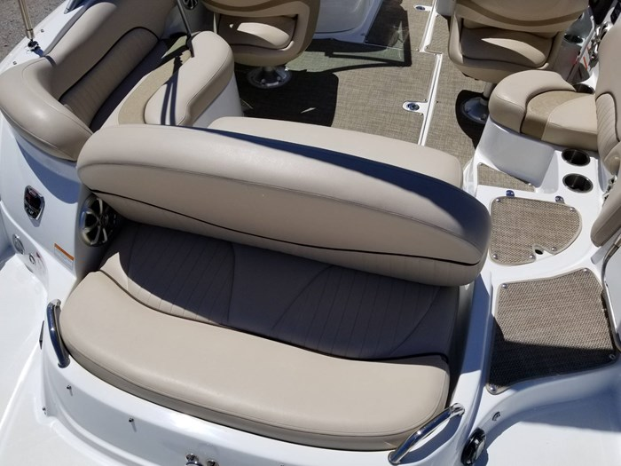 2013 Cruisers Yachts 238 Bowrider Photo 14 sur 38