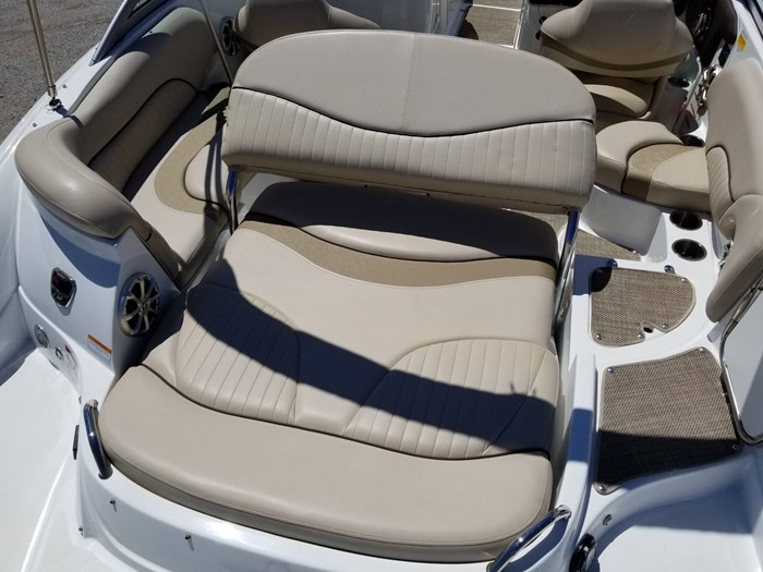 2013 Cruisers Yachts 238 Bowrider Photo 15 sur 38