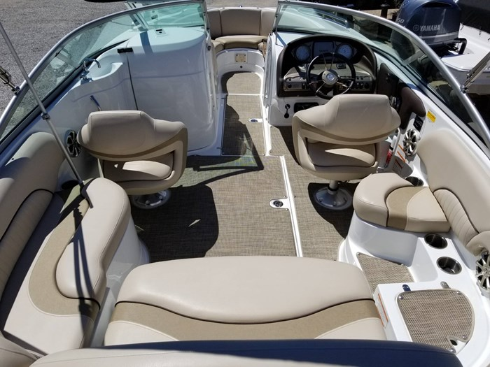 2013 Cruisers Yachts 238 Bowrider Photo 16 sur 38