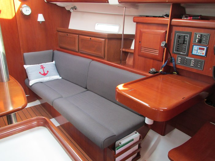 2007 Beneteau Oceanis 373 Photo 13 of 33