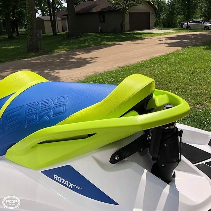 2017 Sea-Doo 230 Wake Pro Photo 10 sur 12