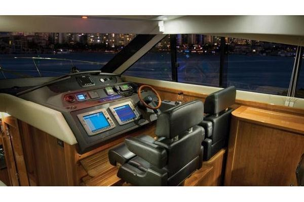 2014 Riviera 5800 Sport Yacht Photo 6 of 15