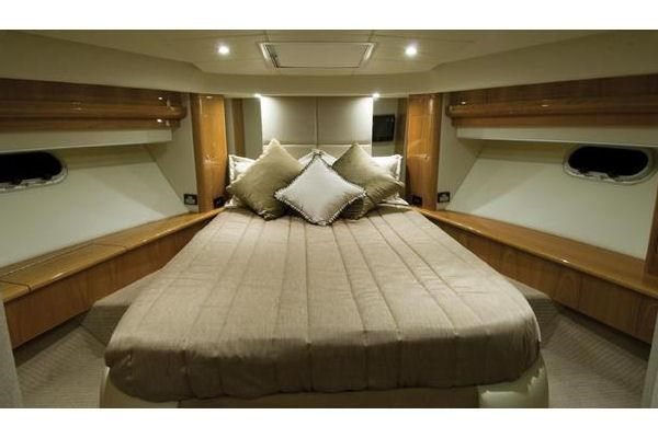 2014 Riviera 5800 Sport Yacht Photo 9 of 15