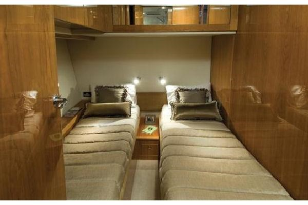 2014 Riviera 5800 Sport Yacht Photo 10 of 15