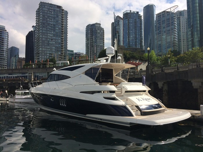2014 Riviera 5800 Sport Yacht Photo 14 of 15