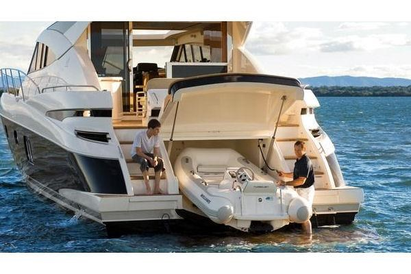 2014 Riviera 5800 Sport Yacht Photo 15 of 15