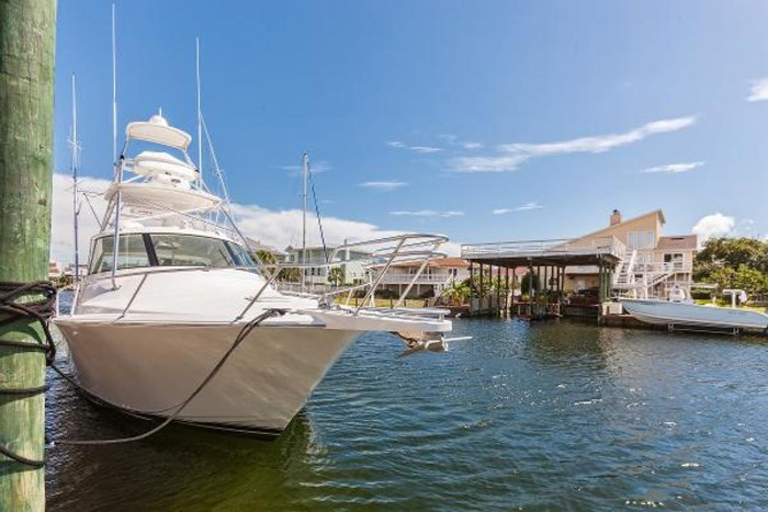 2014 Viking Yachts Sport Tower Photo 3 of 26