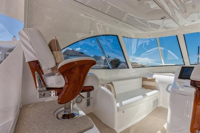 2014 Viking Yachts Sport Tower Photo 9 of 26