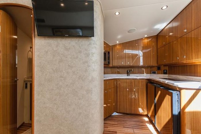 2014 Viking Yachts Sport Tower Photo 20 of 26