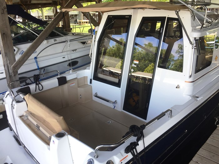 2016 RANGER TUGS R23 Photo 6 of 14
