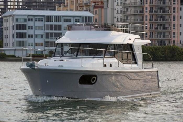 2019 Beneteau Swift Trawler 30 Photo 4 of 34