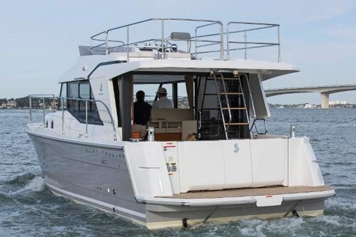 2019 Beneteau Swift Trawler 30 Photo 6 of 34