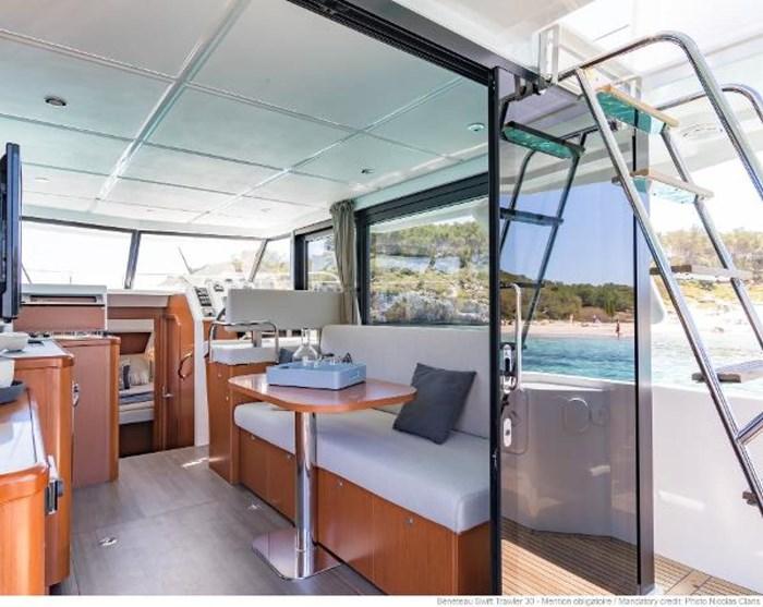 2019 Beneteau Swift Trawler 30 Photo 13 of 34